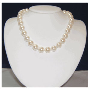Mother-of-pearl necklace